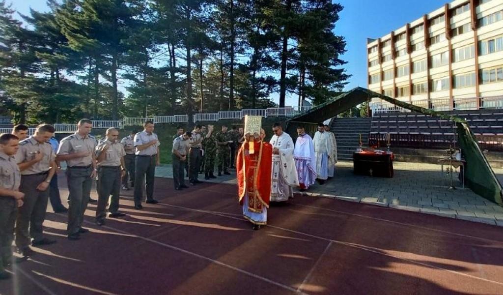 Свечана литургија и молебан за кадете завршне године
